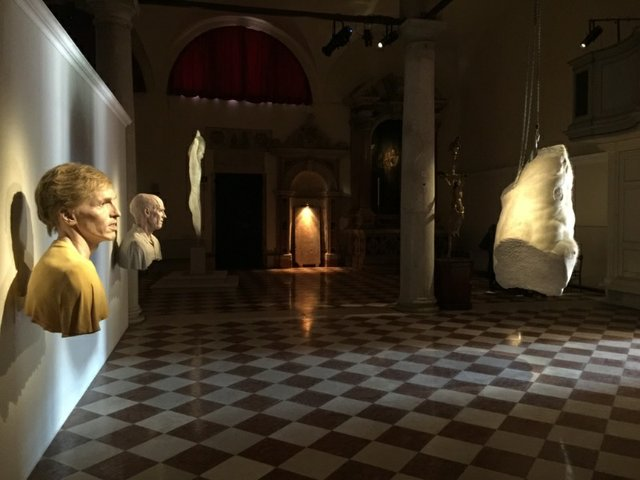 """""""Evan Penny: Ask Your Body,"""" Installation View at Chiesa San Samuele, Venice"""