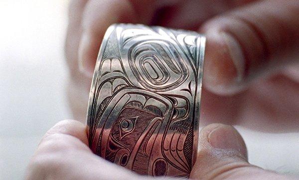 xiigaa xahl k'iidayaa (carved silver bracelet), with Raven-with-a-Broken-Beak imagery, c.1890 Da.a xiigang, Charles Edenshaw (c. 1839 – 1920)