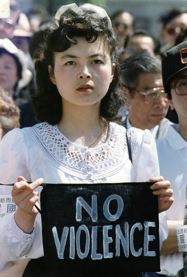 A woman protests at a memorial service to honour several hundred prodemocracy student protesters killed at Tiananmen Square in 1989. Photo by Peter Battistoni/Vancouver Sun.
