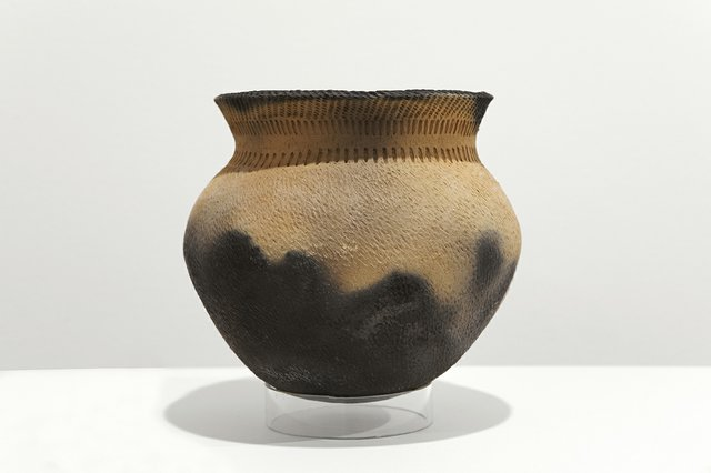 Replica Rainy River Pot (A2004-1/WR27) University of Winnipeg Anthropology Collections. Photo by Karen Asher.