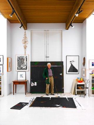 Gordon Smith in his studio in 2009 (photo by Martin Tessler).