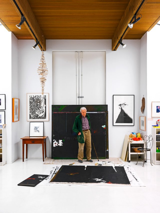 Gordon Smith in his studio in 2009 (photo by Martin Tessler).