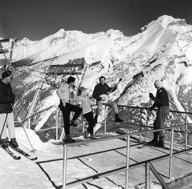 """Gar Lunney, """"Skiers on Mt. Norquay,"""" 1962"""