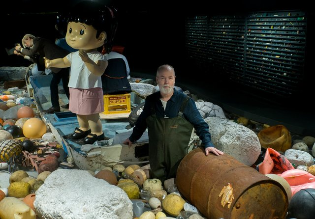 "Douglas Coupland works on ""Vortex"" at the Vancouver Aquarium. (Photo courtesy of Ocean Wise)"