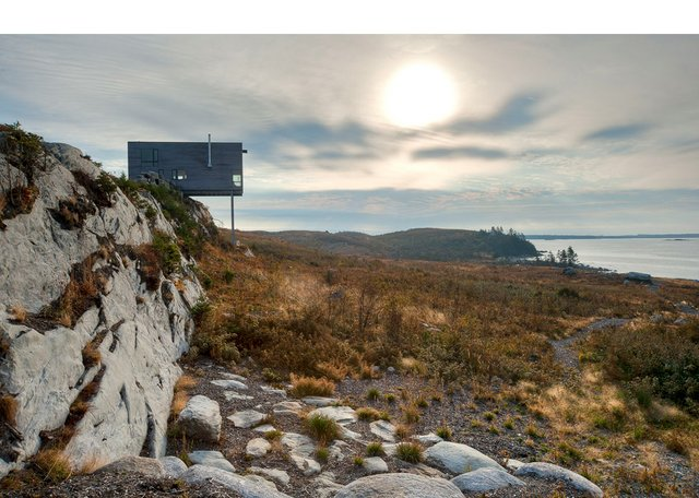 "MacKay-Lyons Sweetapple Architects, ""Cliff House, Tomlee Head, N.S.,"" 2010 (photo by Greg Richardson, courtesy MacKay-Lyons Sweetapple Architects)"