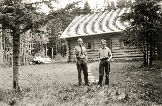 Peter and Catharine Whyte outside their home in Banff about 1932 or 1933. (courtesy the Whyte Museum of the Canadian Rockies, Banff)