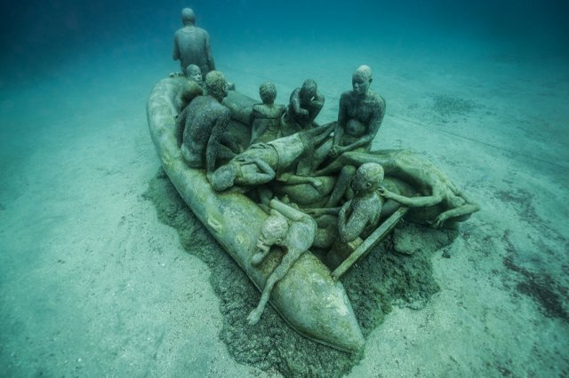 """Jason deCaires Taylor, """"The Raft of Lampedusa,"""" 2016"""