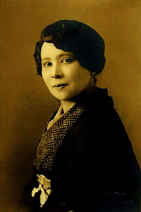 Elizabeth Yeend Duer in Kimono, circa 1920s (photographer unknown)