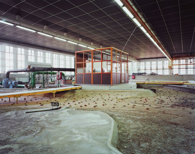 "Lynne Cohen, ""Laboratory,"" 1999"