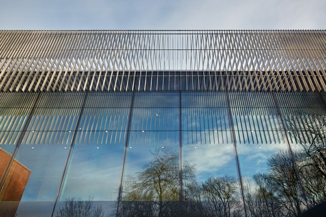The Whitworth, a gallery at the University of Manchester, uses the brise-soleil architectural feature to deflect sunlight and provide shade. (photo by Alan Williams)