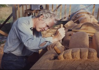 Bill Reid works on a totem pole. (courtesy of the Bill Reid Gallery of Northwest Coast Art, Vancouver)