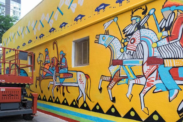 A mural by Nathan Meguinis pays tribute to his cultural heritage. (photo by Junette Huynh)