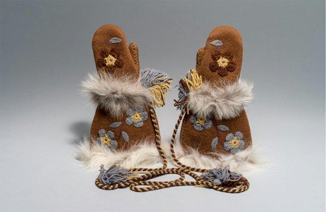 """Mona Rebecca Ittiraqtaataq. Canadian (Taloyoak), b. 1941. """"Mittens,"""" 1976"""