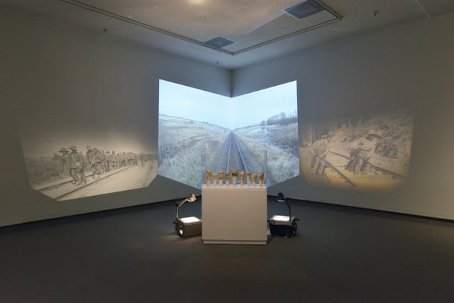 "Jeannie Mah, ""Train :LesArrivées,""2013"