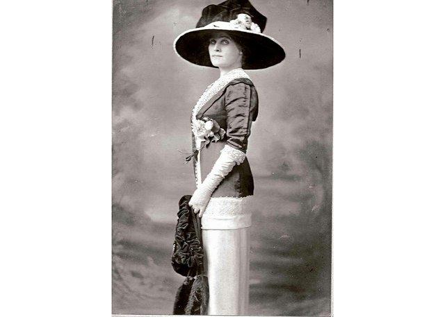 Mary Riter Hamilton, ca. 1911-12, photograph (Ronald T. Riter collection)