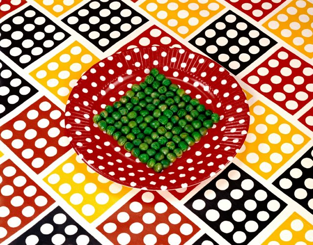 "Sandy Skoglund, ""Peas on a Plate,"" 1978"