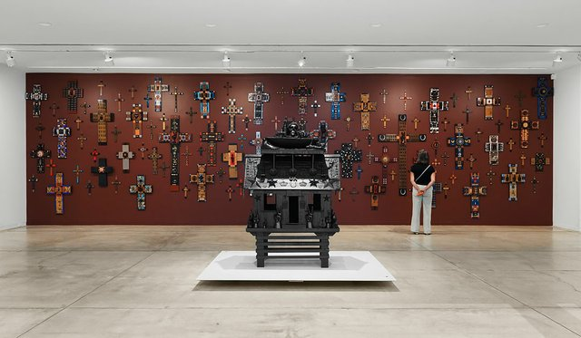 """Installation view of Jan Wade's """"Spirit House,"""" 2021 (foreground) and """"Epiphany,"""" 1990-2021"""