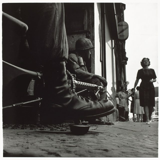 """American soldiers, Checkpoint Charlie"""