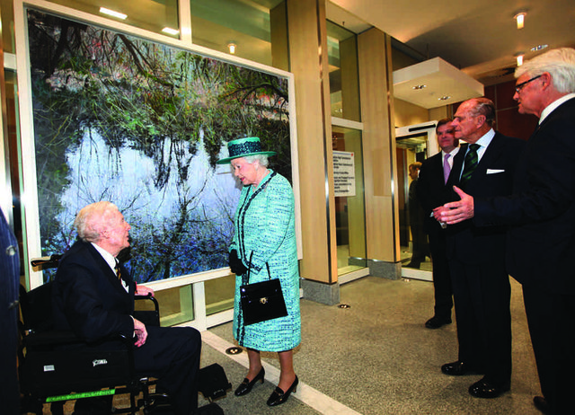 The Queen meets Vancouver artist Gordon Smith