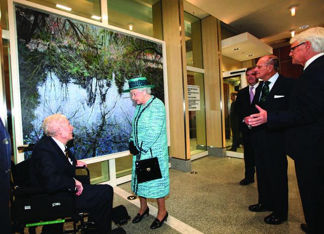 The Queen meets Vancouver artist Gordon Smith