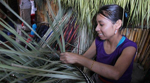 Women weaving in Tlamacazapa