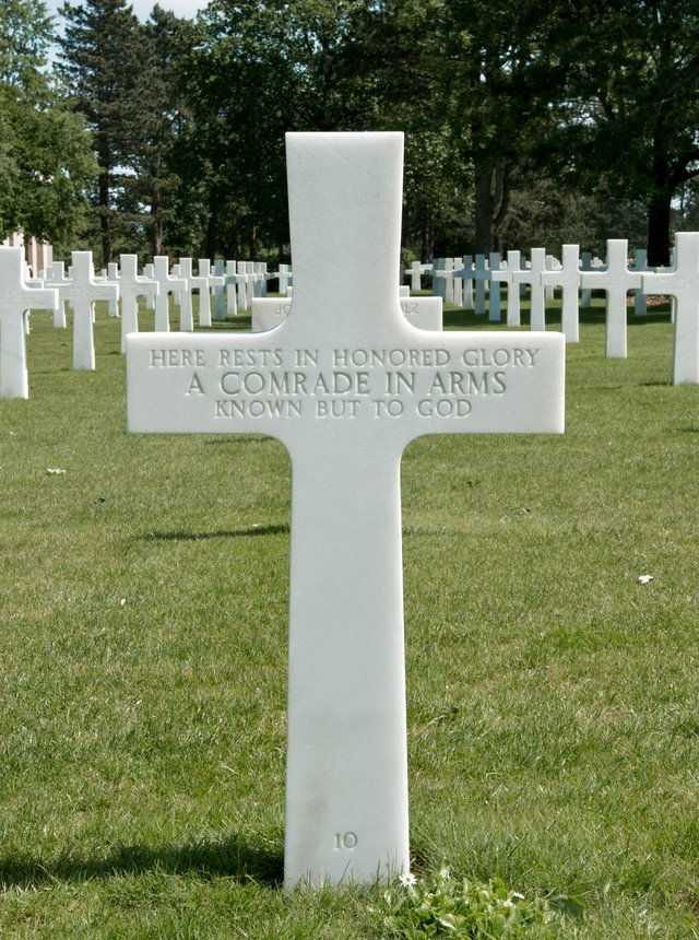 "Leslie Hossack, ""Here Rests In Honored Glory A Comrade In Arms, Normandy American Cemetery, Colleville-sur-Mer,"" 2015"